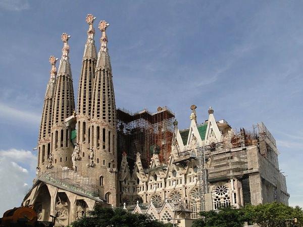 800px Sagrada Familia 02