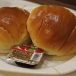 渋谷 カプセルホテル『センチュリー渋谷』さん 朝7時から2個のパンとカップコーヒーがサービス!