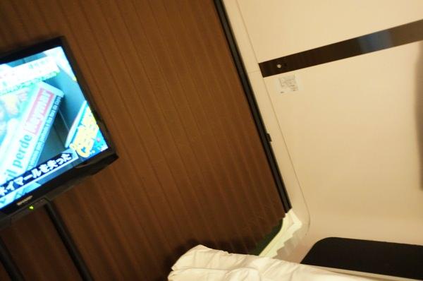 カプセルホテルとは違う広さ 羽田空港でお風呂に入れるFirstCabin