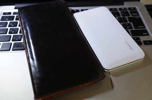cheero Handy 6000mAh 長財布と比較