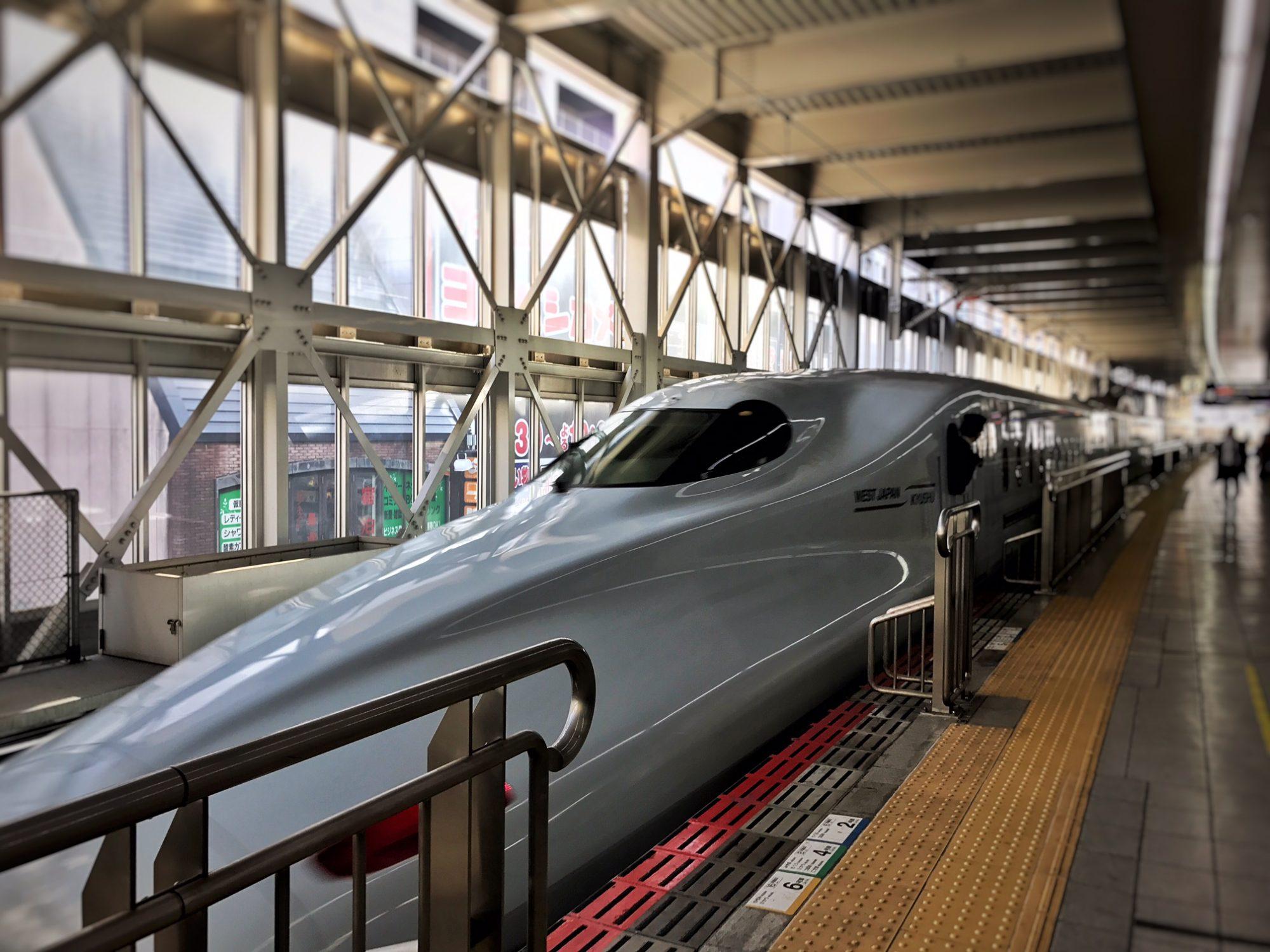 九州への新幹線は「みずほ」の指定席 4列シートで快適な旅路 (新大阪から博多へ乗車)