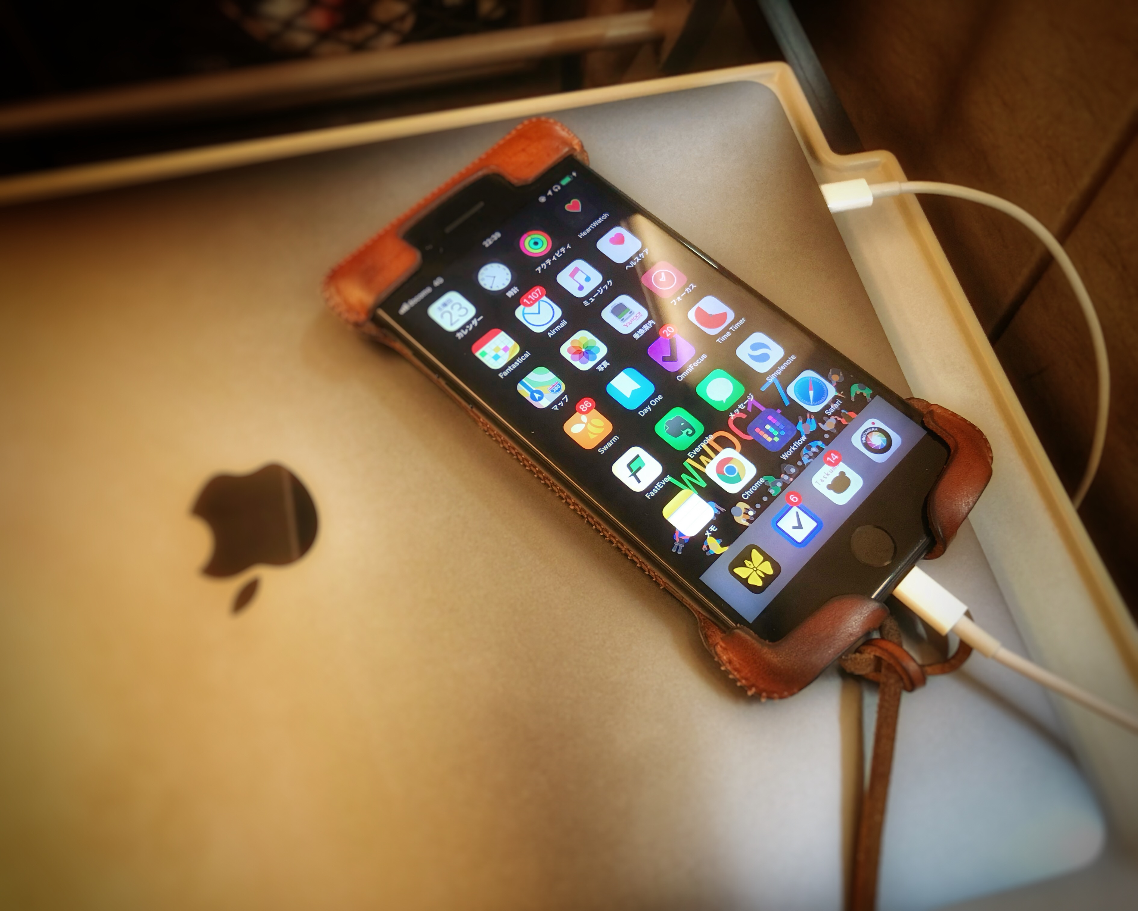 MacとiPhoneをLightningケーブルで接続している